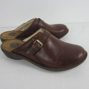 Womens 10 UGG Slip On Clogs Brown Leather